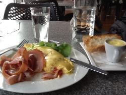 Dazzle Cafe