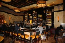 AVENTURA, FL., USA. Grand Lux Café, le bar.