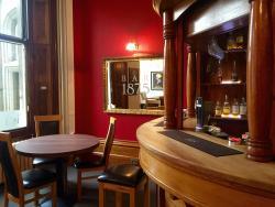 Bar 1875