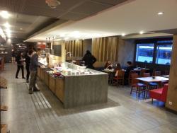Restaurant / Dining / Breakfast area.