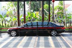 Layanan limousine car untuk tamu VIP
