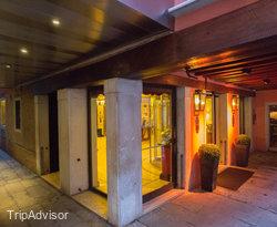 Entrance at the Starhotels Splendid Venice