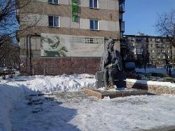 Monument Poklon Tebe, Sestrichka