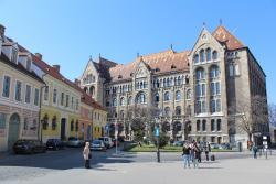 Becsi Kapu Square