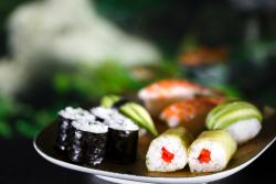 Jiang Sushi . Nudel . Saft