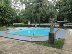 Udawalawa Safari Village Hotel