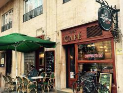 Kamara Café & Bistro
