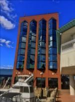 Crowne Plaza Hampton Marina