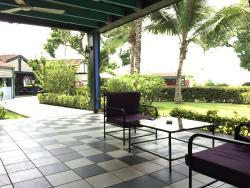 The outdoor lounge area.