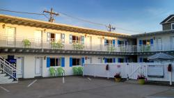 Tradewinds Motel