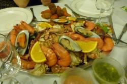 mounds o' seafood