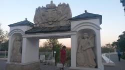 Monument Elizavetinskiye Gates