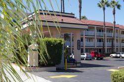 Eldorado Inn & Suites