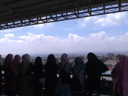 Awesome view, A great photo spot as in the classical European castles ! \(^_^)/