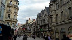 pedestrianize town centre