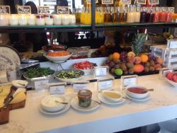 Salad/fruit bar