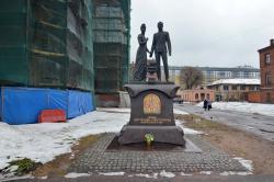 Памятник Николаю II и Александре Федоровне