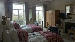Lovely large room & a few minutes walk from town