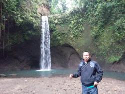 ‪Tibumana Waterfall‬