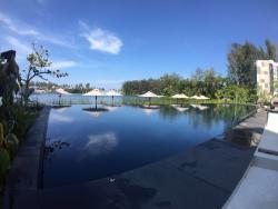 Top location, fantastic swimming pool, unbeatable private beach!