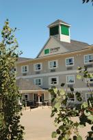 Vantage Inn & Suites