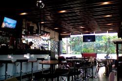 G Lounge Kitchen & Bar