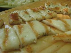 Μαστιχωτό ψητό τυρί Κρήτης.