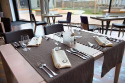 HNIZDO Restaurant