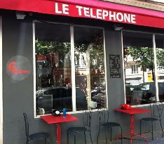 Le Telephone