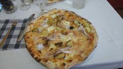 pizza maurizio con lardo e patate arrosto