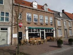 Cafe La Porte d'or