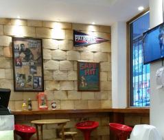 Famous Burger Bar e Lanchonete