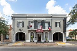 Maison St. Charles Hotel and Suites