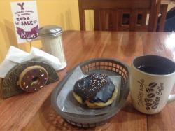 Yum Yum Donas y Café