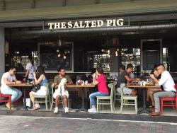 The Salted Pig (西湾河)