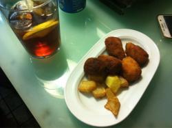 La Muralla Cafe y Copas