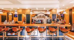 Leo's Cafe & Terrace
