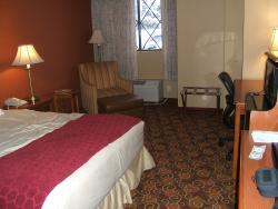 Queen room, first floor. Comfy chair, ottoman; desk. Lots of lamps.
