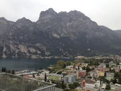 Blick aus dem Zimmer auf Riva del Garda