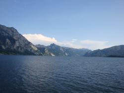 озеро и горы - вид с корабля