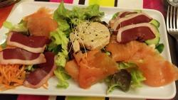 Ensalada de salmón y foie de pato