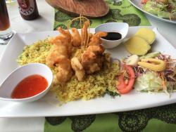 Me atrevo a decir que es lo mejor en restaurantes en la isla. Atención 100% buena y cálida y la