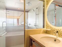 Bathroom - Deluxe Room
