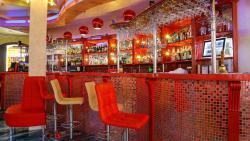 в нашем ресторане приятная атмосфера, которая позволяет проводить как деловые встречи, так и ром