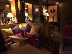 Mazi Cafe & Restaurant
