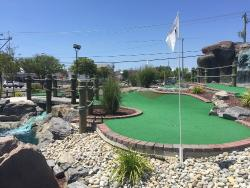 ‪Island Miniature Golf‬