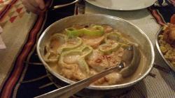 carne e patate con sopra peperoni . foto in dettaglio