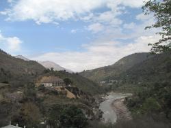 Вид с балкона на Алакнанду и горы.