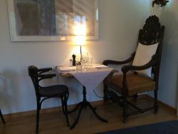 Restaurant Rosengarten. Schöne Räumlichkeiten, gemütlich, toller Garten im Sommer. Aber das Esse