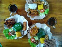 RM. Khas Sunda Lembang Nikmat